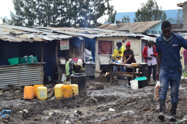 The U.N. on Kenya's 2018 Floods: 271,000 people displaced, 118 dead. Photo of Nairobi slum.